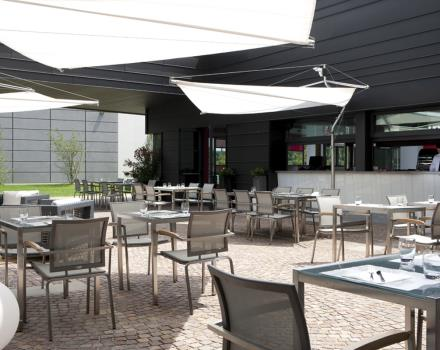 During summer season it's possible to lunch in the outdoor terrace