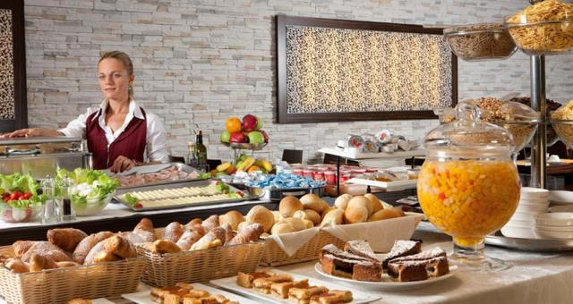 Exstensive buffet breakfast with hot and cold products.